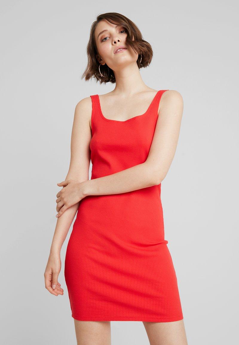 Monki - NOAH DRESS - Vestido de tubo - red