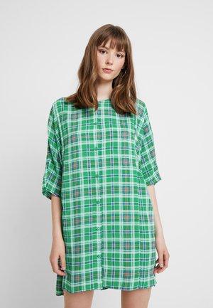 RINA DRESS ONLINE UNIQUE - Košilové šaty - green