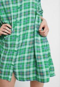Monki - RINA DRESS ONLINE UNIQUE - Blousejurk - green - 4