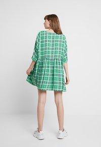 Monki - RINA DRESS ONLINE UNIQUE - Blousejurk - green - 2