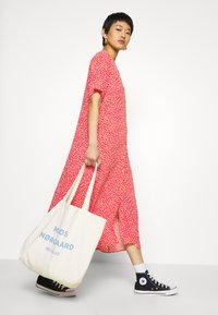 Monki - SILENA DRESS - Skjortekjole - red - 3