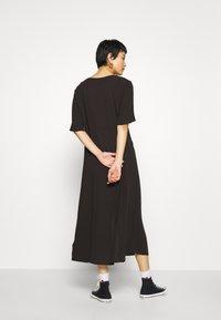 Monki - SILENA DRESS - Košilové šaty - black - 2
