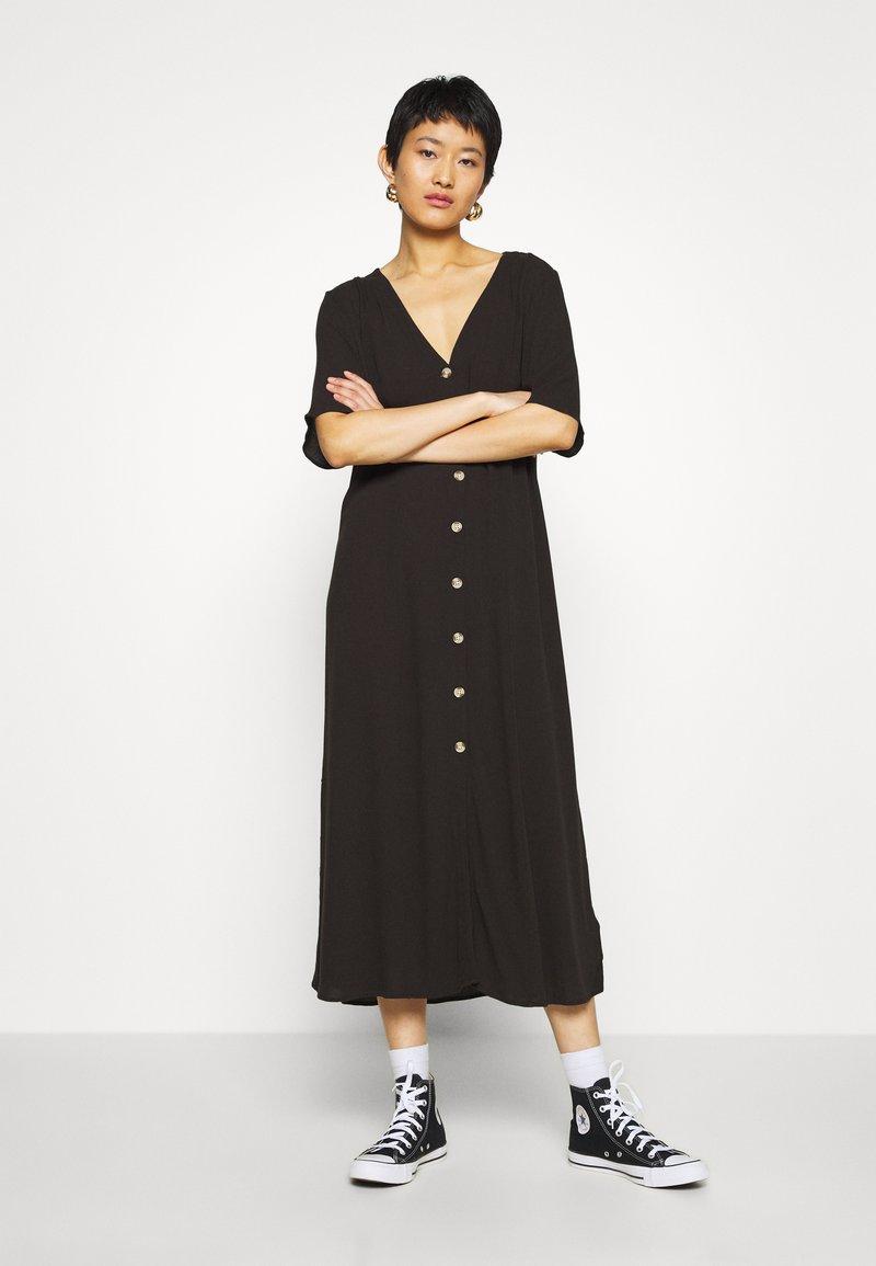Monki - SILENA DRESS - Košilové šaty - black