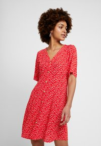 Monki - WINONA DRESS - Košilové šaty - red - 0