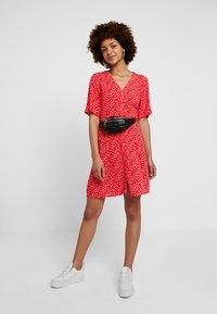Monki - WINONA DRESS - Košilové šaty - red - 1