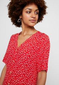 Monki - WINONA DRESS - Košilové šaty - red - 4