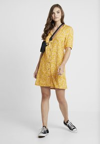 Monki - OWA DRESS - Košilové šaty - yellow/white - 1