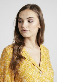 Monki - OWA DRESS - Košilové šaty - yellow/white - 3