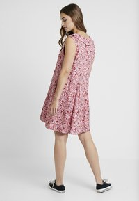 Monki - VIOLA DRESS - Blusenkleid - pink/red - 2