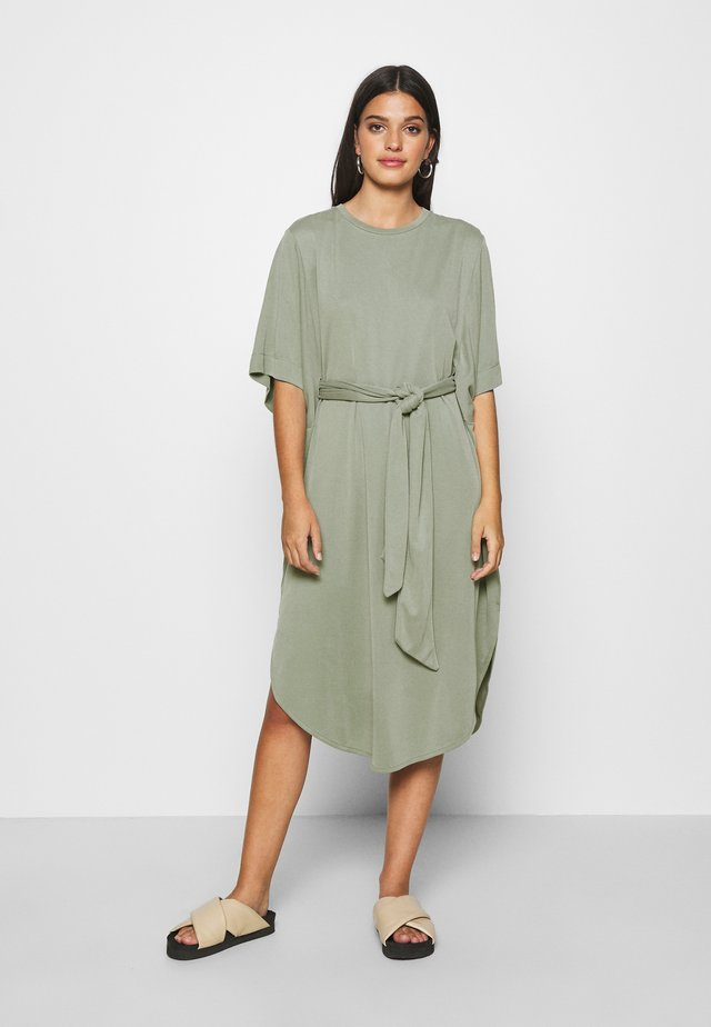 HESTER DRESS - Jerseyklänning - kahki green