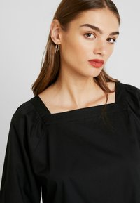 Monki - ROMINA DRESS UNIQUE - Kjole - black - 4