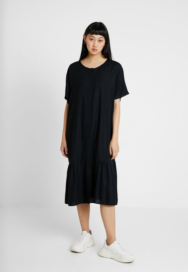 Monki - MIMMI DRESS UNIQUE - Skjortekjole - black