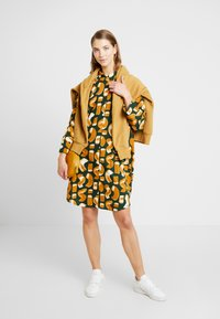 Monki - MOA SHIRTDRESS UNIQUE - Abito a camicia - green dark - 2