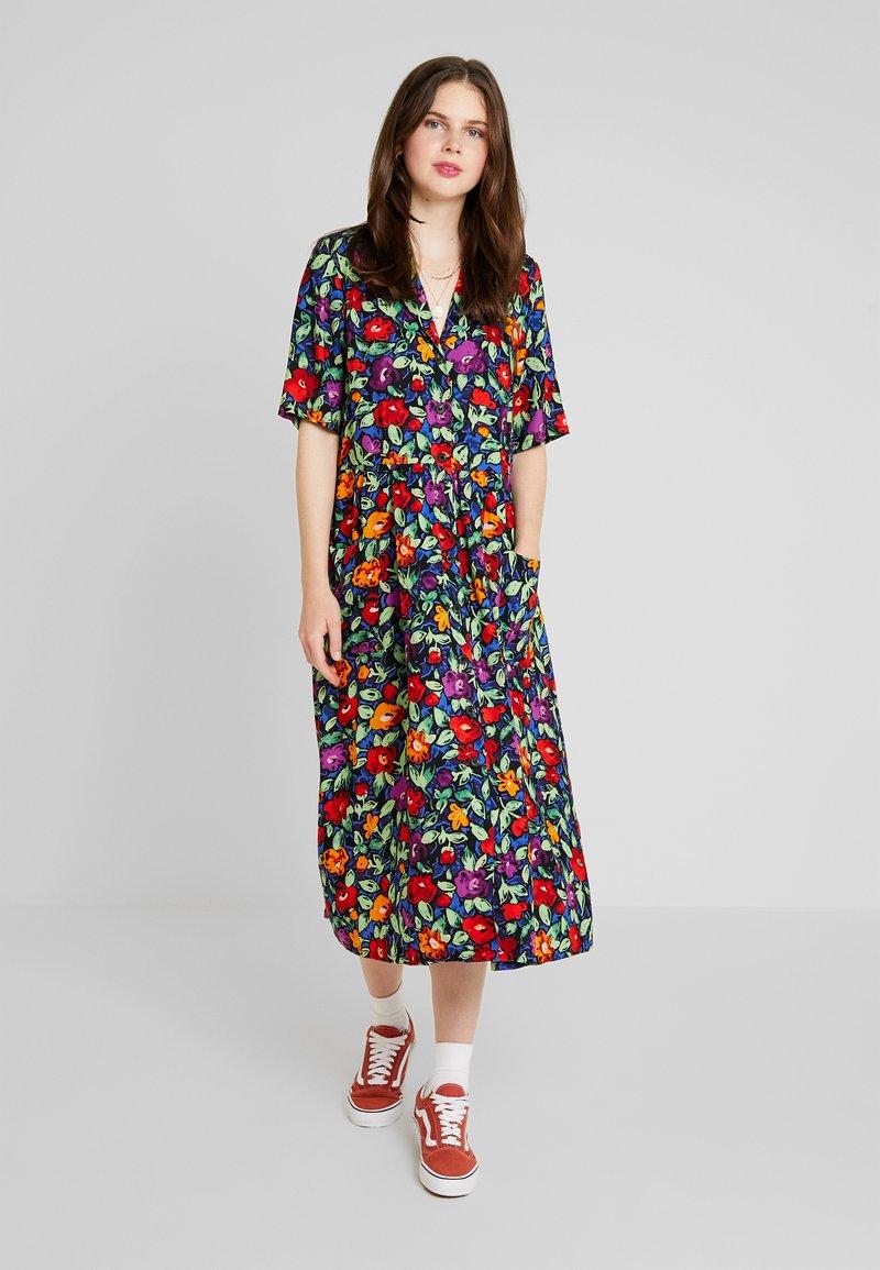 Monki - MATTIS DRESS UNIQIE - Košilové šaty - multi-coloured