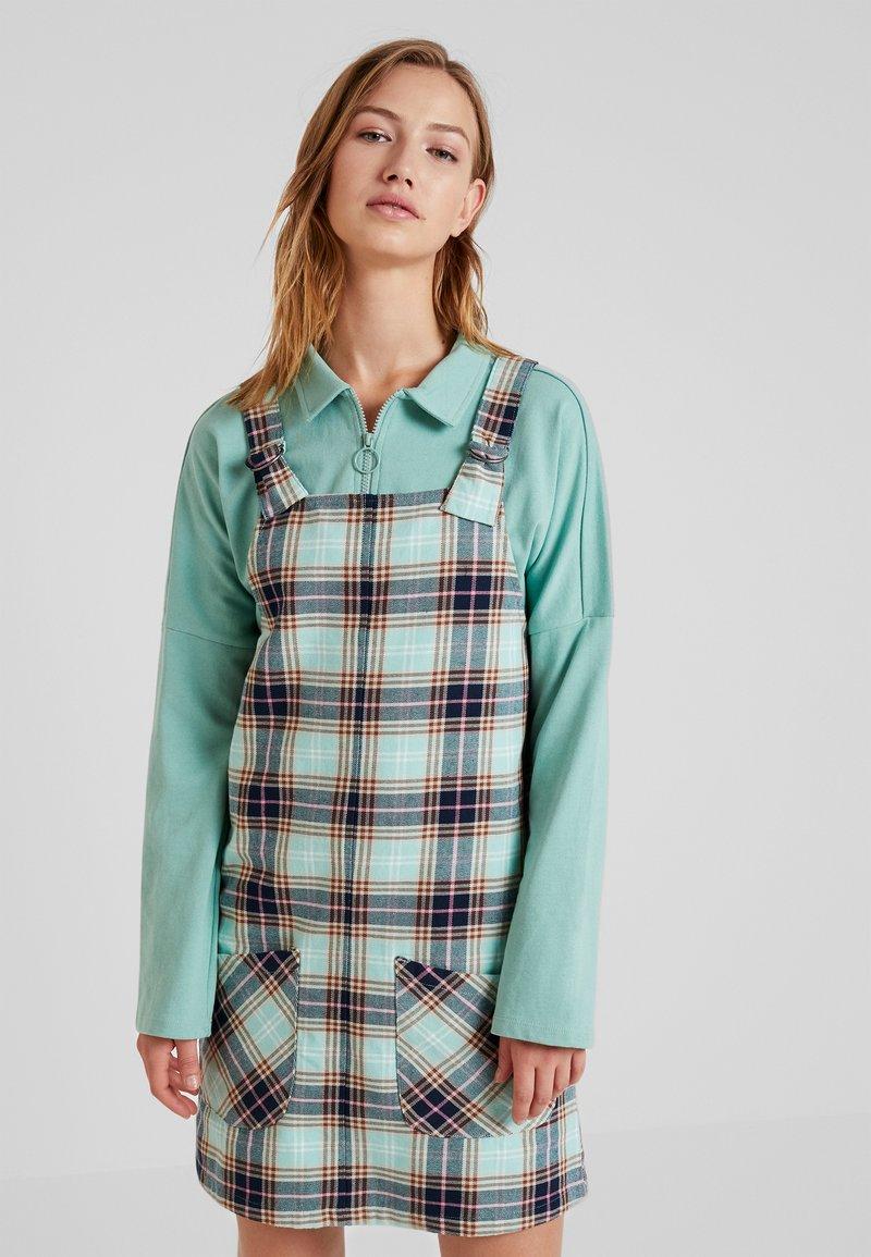 Monki - RUE DRESS - Hverdagskjoler - dark green/light green