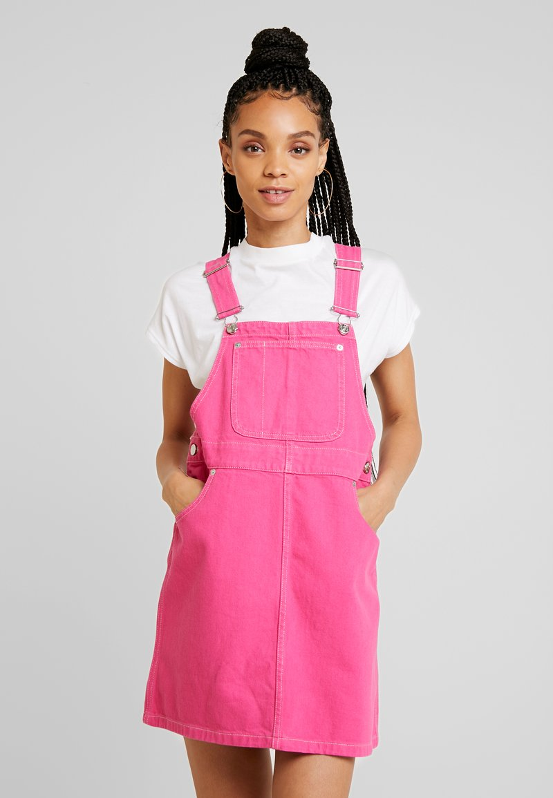 Monki - DARIA DRESS ONLINE UNIQUE - Vestido vaquero - hot pink