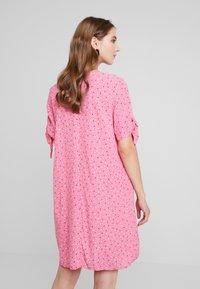Monki - SELMA DRESS - Denní šaty - konfetti/pink - 3