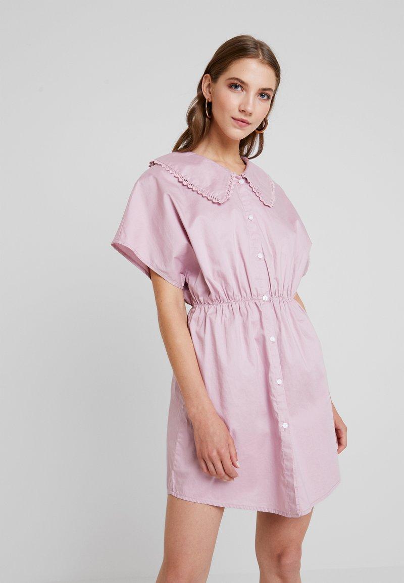 Monki - SIGNE DRESS - Blusenkleid - pink chambray