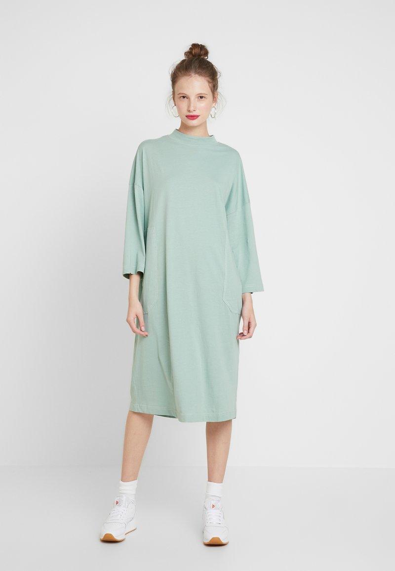 Monki - CICELY DRESS - Vapaa-ajan mekko - sage green
