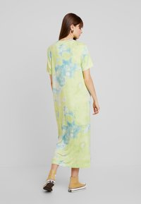 Monki - ISABELLA DRESS - Jerseykjole - tiedye light green - 2