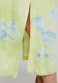 Monki - ISABELLA DRESS - Jerseykjole - tiedye light green - 4