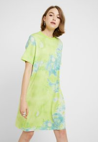 Monki - KARINA DRESS - Žerzejové šaty - tiedye light green - 0