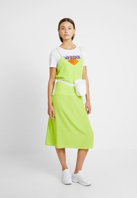 Monki - LAILA DRESS - Robe d'été - lime green - 2