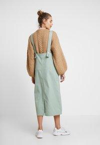 Monki - LINA WORKWEAR DRESS - Spijkerjurk - sage green - 2