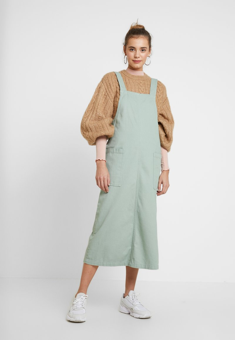 Monki - LINA WORKWEAR DRESS - Spijkerjurk - sage green