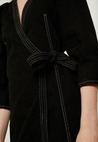 Monki - AYLA DRESS - Denim dress - black - 5