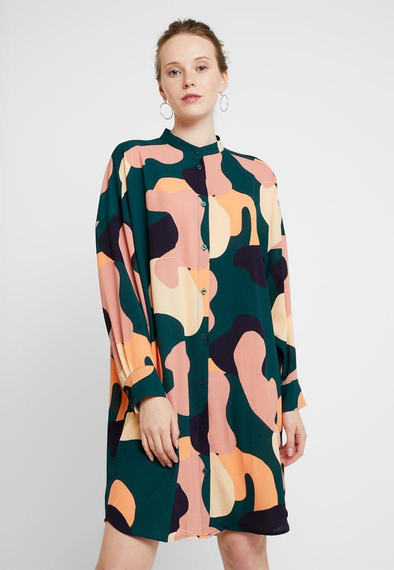 Monki - EMBLA SHIRTDRESS - Denní šaty - green dark