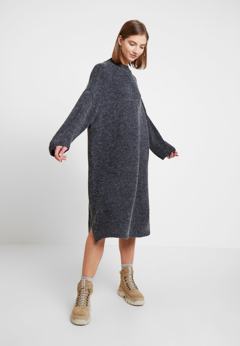 Monki - MALVA DRESS - Strikket kjole - grey dark unique