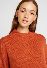 Monki - MALVA DRESS - Strikket kjole - rust - 5