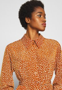 Monki - VALENTINA DRESS - Shirt dress - rust - 3