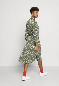 Monki - VALENTINA DRESS - Skjortekjole - khaki/blue - 2