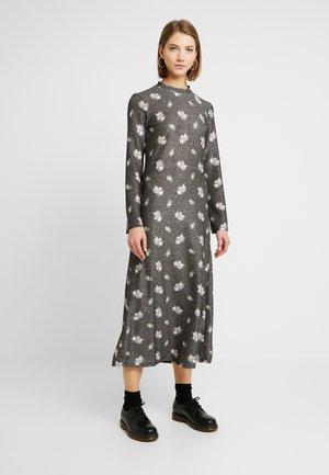 EIVOR DRESS - Žerzejové šaty - black
