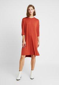 Monki - GLORIA DRESS - Vestido informal - rust - 0