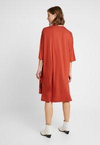 Monki - GLORIA DRESS - Vestido informal - rust - 3