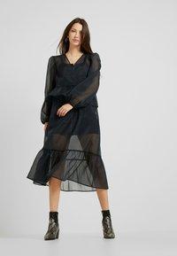 Monki - JENNIFER DRESS - Vestido informal - organza black - 2