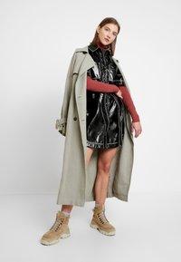 Monki - KARLA DRESS - Robe chemise - black - 2