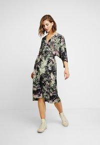 Monki - LOLLO DRESS - Denní šaty - multi-coloured - 2