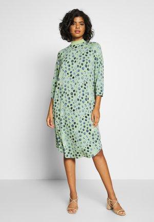 MARIA DRESS - Žerzejové šaty - green/mintblue