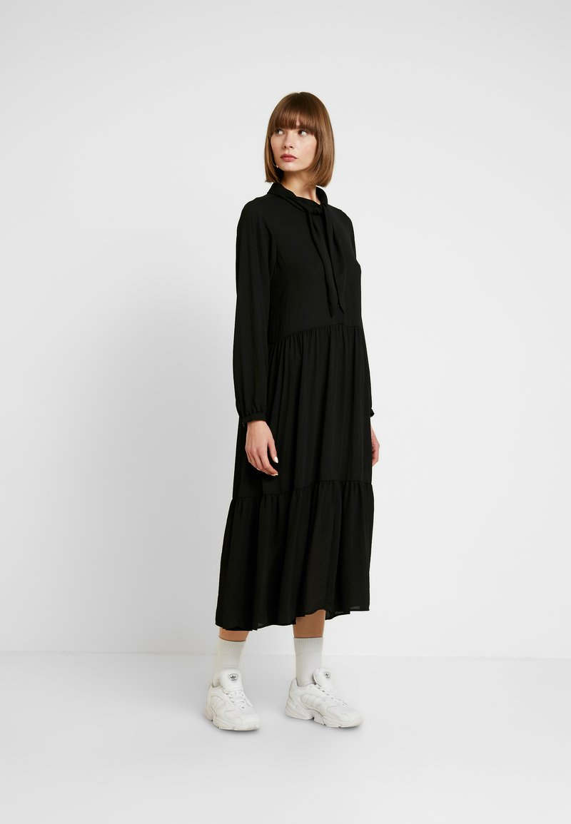 Monki - ROZ DRESS - Maxikjoler - solid black