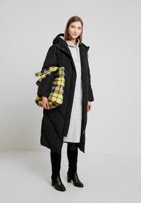 Monki - ZANDRA DRESS - Korte jurk - grey melange - 2