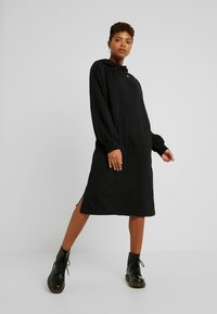 Monki - ZANDRA DRESS - Vapaa-ajan mekko - black - 1