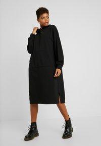 Monki - ZANDRA DRESS - Vapaa-ajan mekko - black - 0