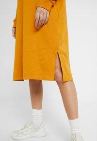 Monki - MINDY DRESS - Jerseykjole - yellow dark - 5