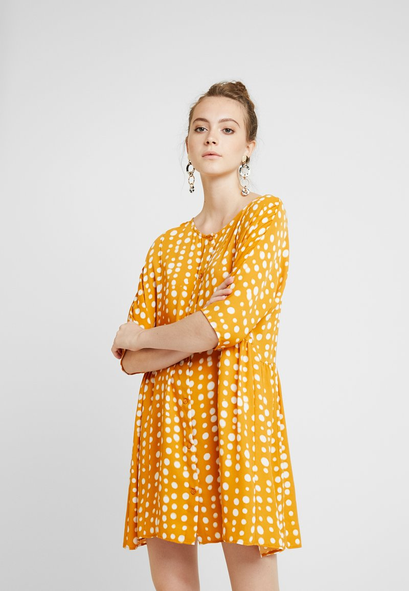 Monki - RINA DRESS - Košilové šaty - yellow dark