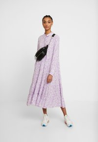 Monki - FIONA DRESS - Vestido informal - lilac/white - 2