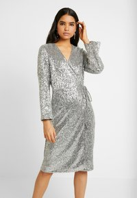Monki - SANDRA DRESS - Cocktailklänning - silver - 0